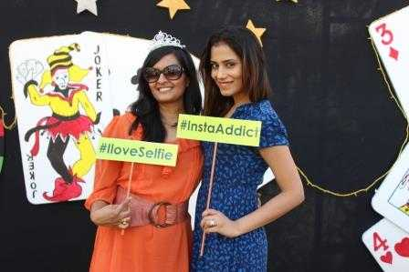 """With the gorgeous Payal Thaker, (blogger at """"your beauty pal""""). Selfie and insta-addict alert!"""