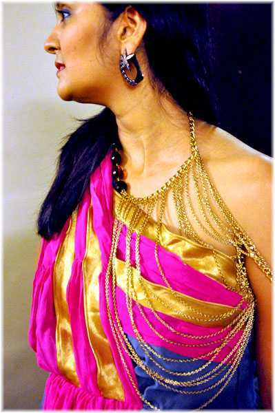 the Neck-shoulder-sling- necklace at a closer look Earrings- Tattvam