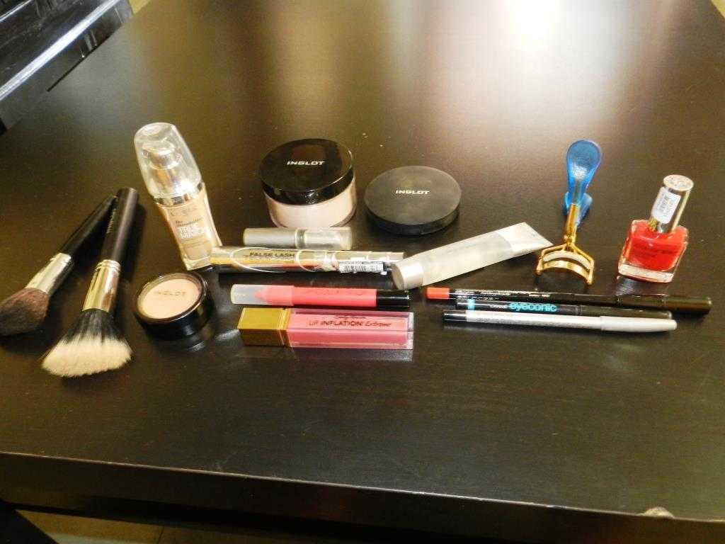 DSCN1607 - Five Must Have Makeup Items