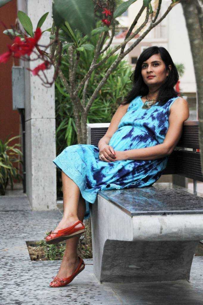 Dress: Nine Maternity Turquoise Pendant Collar: Khan Market, Delhi Coral Peeptoes: Charles & Keith