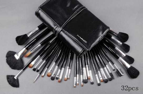 macclassiccosmeticsnet - Must Have Make-up Brushes and their TLC