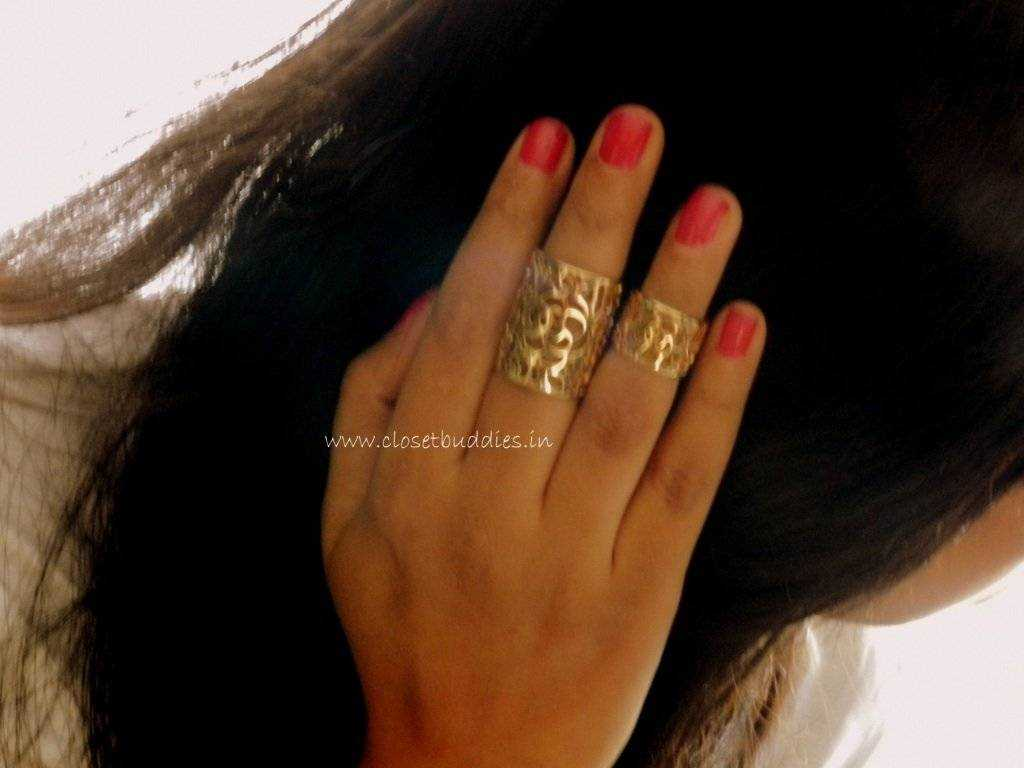 The Knuckle and Midi Rings from Forever 21 Nail Paint: Colorbar (Buy)