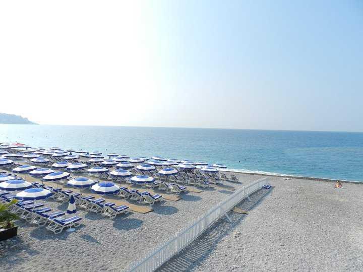the pebbly beach @Nice