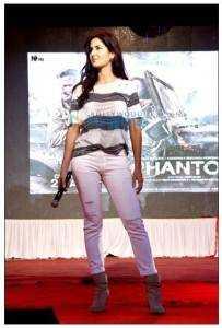 41 203x300 - The Barbie of Bollywood promotes Phantom