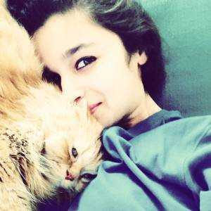 alia bhatt poses with her pet cat 139721249330 300x300 - Tips for The Perfect Selfie!