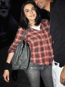 checkered shirt preity zinta 225x300 - Plaids Bollywood style!!