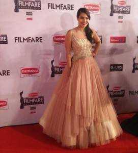 kajol dress filmfare awards 2015 271x300 - Bollywood's best dressed in 2015!!