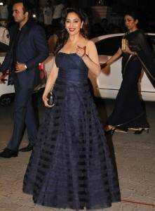 madhuri dress filmfare awards 2015 221x300 - Bollywood's best dressed in 2015!!