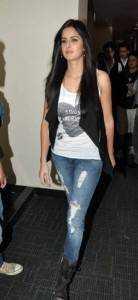Katrina Kaif1 138x300 - That's how Bollywood looks distressed!!