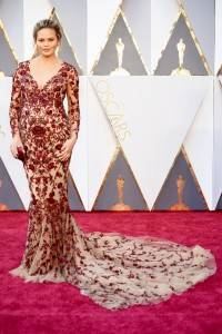 """chrissy teigen 43bc48cf aac0 42cb b73c 1917e3622afb 200x300 - The """"who wore what"""" of Oscars 2016"""