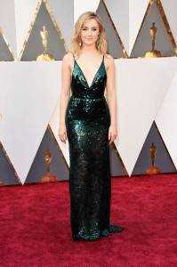 """saoirse ronan 14845fb1 4f6d 49ba b4c3 86cadf9fdd32 199x300 - The """"who wore what"""" of Oscars 2016"""