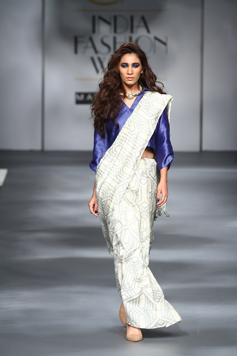 AIFWAW17D1S6SARI 24 7Runway019 - The saree edition at the Amazon India Fashion Week
