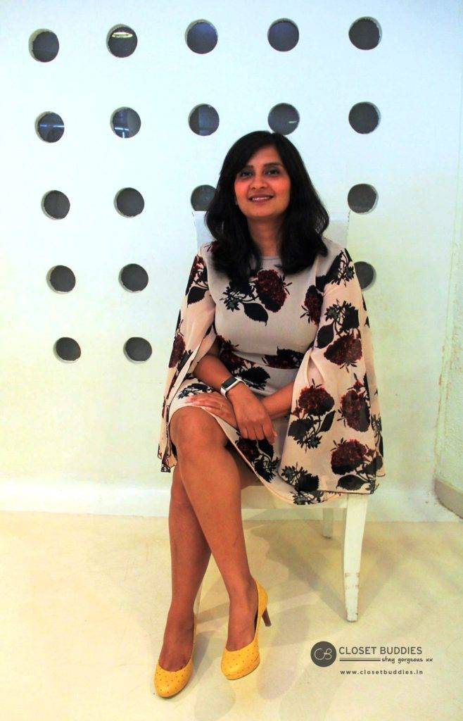 Juhi Mirror article 2 658x1024 - Have Legs, Will Show