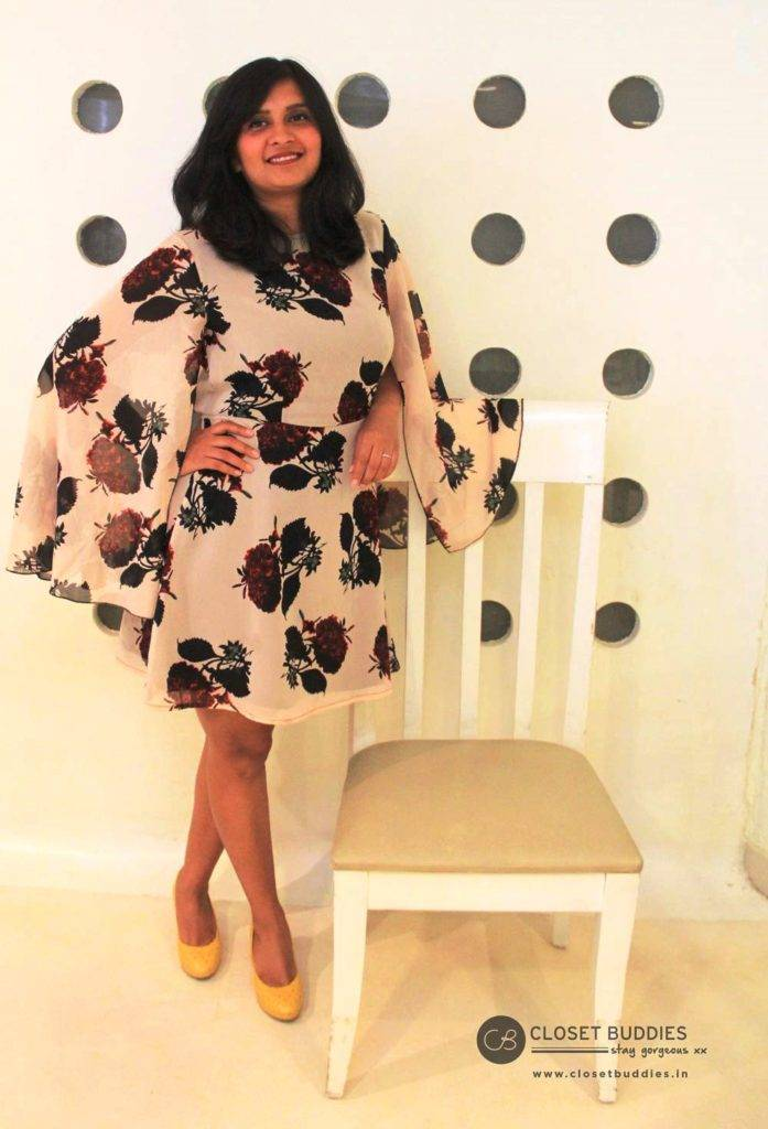 Juhi Mirror article 3 697x1024 - Have Legs, Will Show