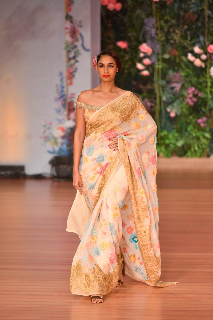 ICW18D2S1PallaviJaikishanRunway026 - India Couture Week Part-II