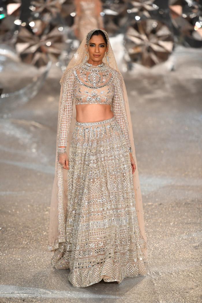 ICW18D2S2FalguniShanePeacockRunway029 - India Couture Week Part-II