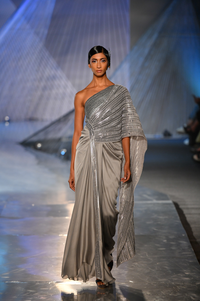 ICW18D3S1AmitAggarwalRunway04 - India Couture Week Part-II