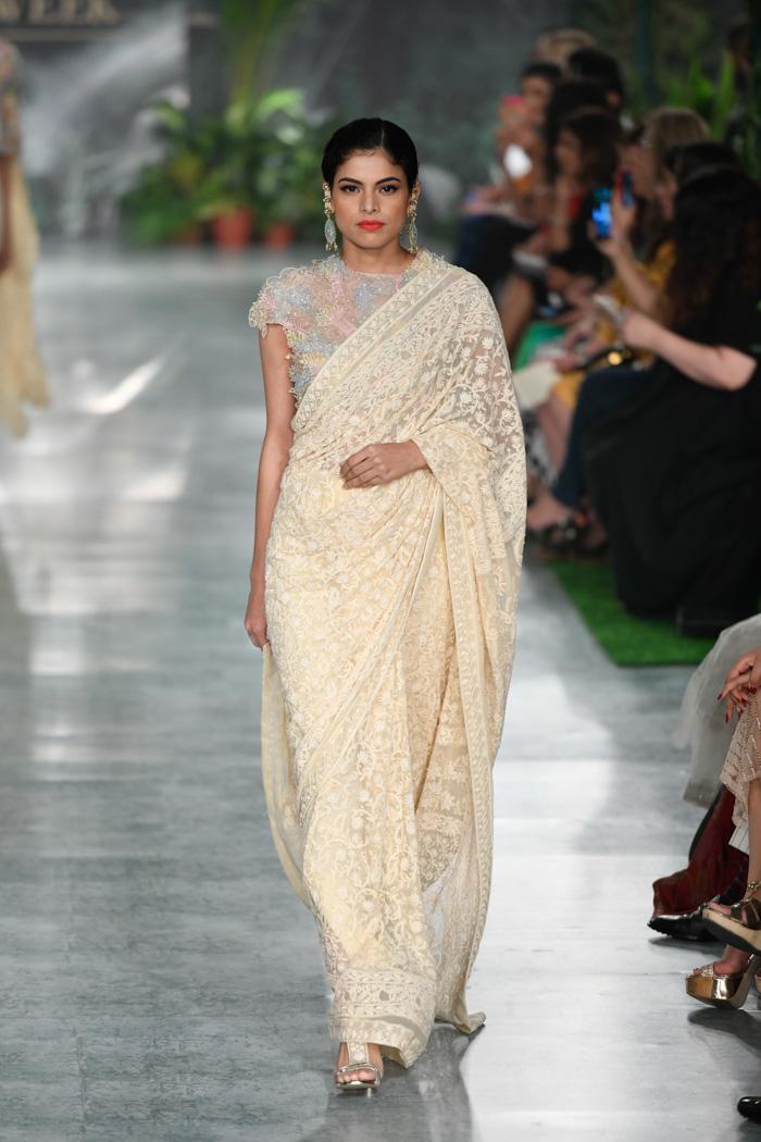 ICW18D4S2RahulMishraRunway033 - India Couture Week Part-II