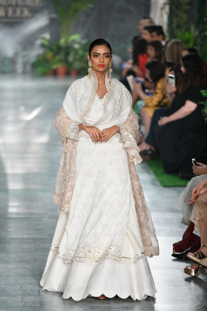 ICW18D4S2RahulMishraRunway046 - India Couture Week Part-II