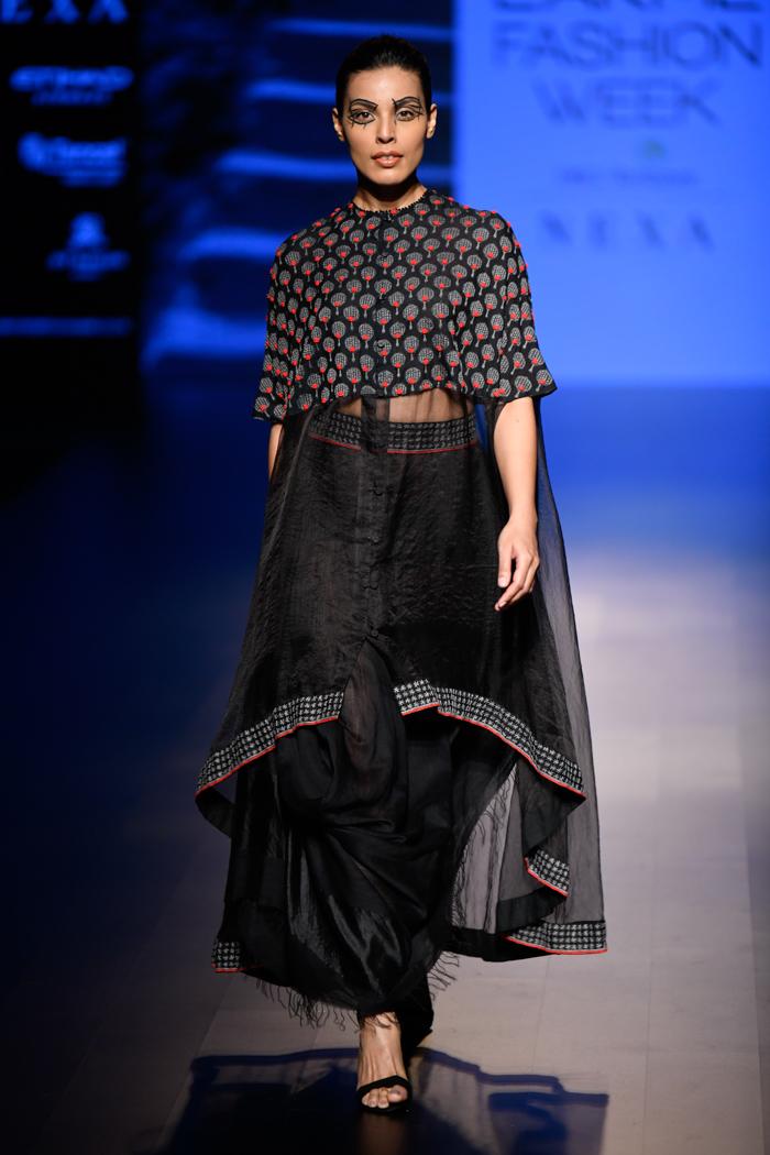 LFWWF18D5S1bSoumodeepDuttaRunway009 - Lakme Fashion Week Part-II