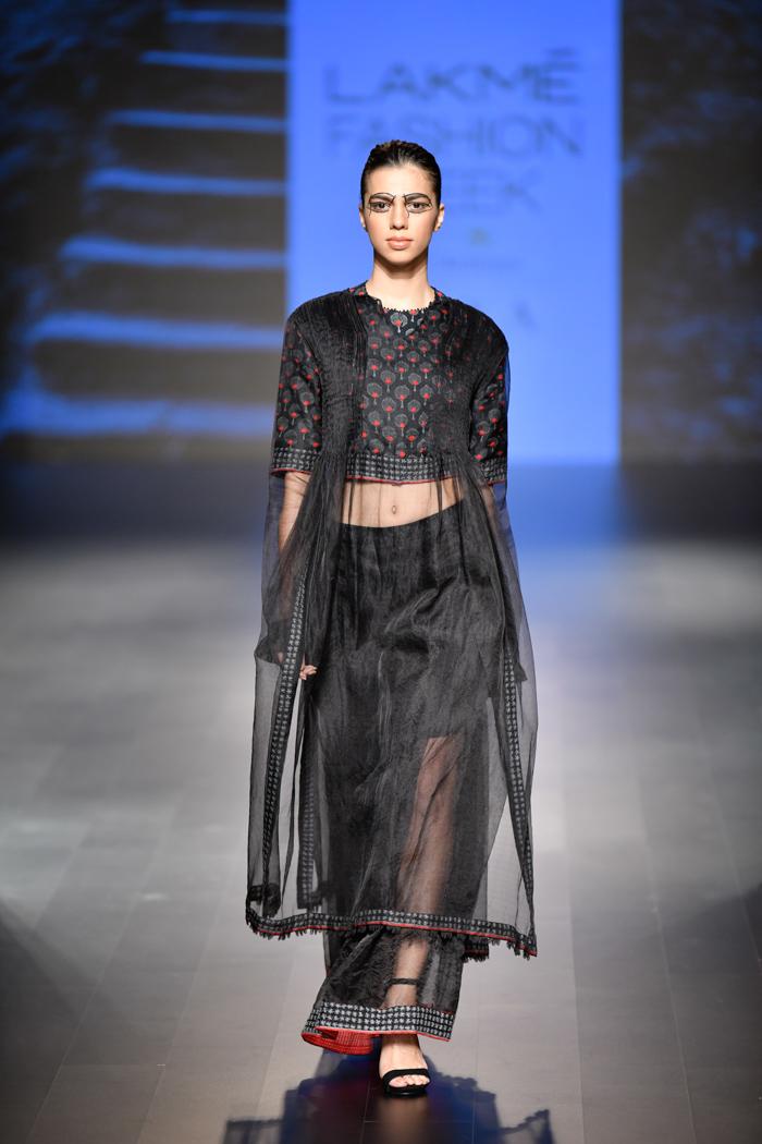 LFWWF18D5S1bSoumodeepDuttaRunway015 - Lakme Fashion Week Part-II
