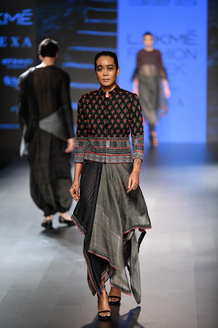 LFWWF18D5S1bSoumodeepDuttaRunway037 - Lakme Fashion Week Part-II