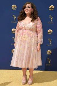 people aidy bryant rexfeatures 9885326bt 200x300 - 2018 Primetime Emmy Awards - Arrivals, Los Angeles, USA - 17 Sep 2018