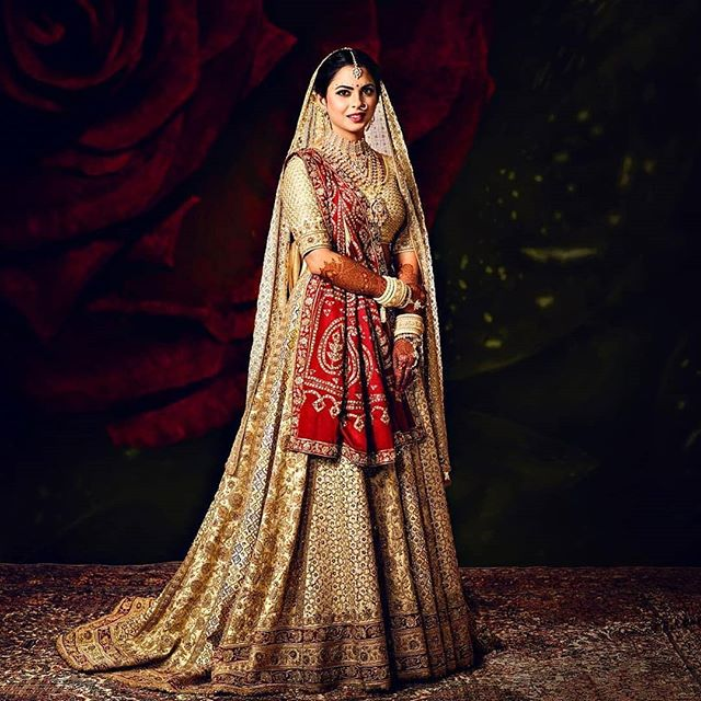 Isha Ambani Wedding - Isha Ambani Wedding: Who Wore What?