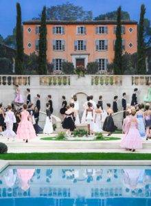 chanel couture ss19 1 1548240917 220x300 - chanel-couture-ss19-1-1548240917