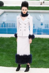 chanel couture ss19 6 1548240920 1 200x300 - chanel-couture-ss19-6-1548240920
