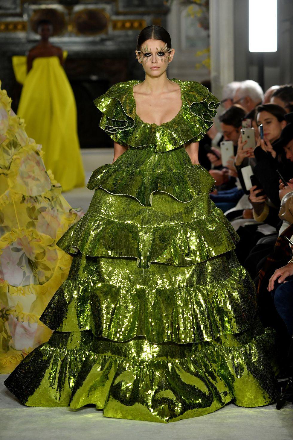 valentino couture ss19 3 1548331919 4 - valentino-couture-ss19-3-1548331919