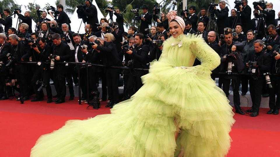 carpet cannes arrivals festival screening gloria competition e371f234 79e7 11e9 9073 657a85982e73 - Fashion faceoff at Cannes Film Festival 2019